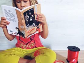 Beatrice legge La bambina dal nastro rosso