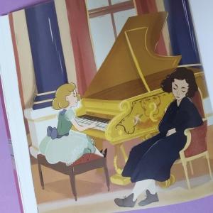 Lilibet al piano
